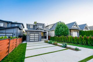 Photo 2: 15448 RUSSELL Avenue: White Rock House for sale (South Surrey White Rock)  : MLS®# R2407605