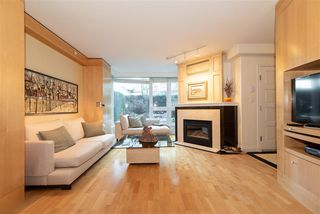 """Photo 1: TH 101 501 NICOLA Street in Vancouver: Coal Harbour Townhouse for sale in """"BAUHINIA-WATERFRONT PLACE"""" (Vancouver West)  : MLS®# R2442935"""