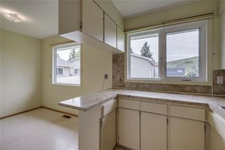 Photo 8: 340 HUNTERBROOK Place NW in Calgary: Huntington Hills Detached for sale : MLS®# C4300148