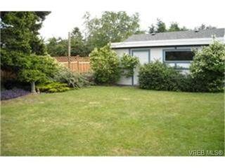 Photo 2:  in VICTORIA: OB Henderson House for sale (Oak Bay)  : MLS®# 471534