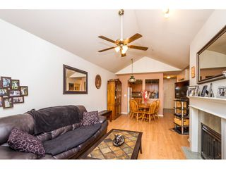 Photo 8: 405 9688 148 STREET in Surrey: Guildford Condo for sale (North Surrey)  : MLS®# R2093773