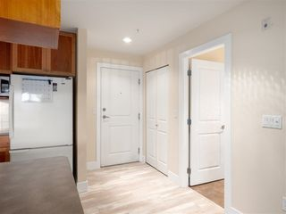 Photo 3: 309-15392 16a Avenue in South Surrey White Rock: Condo for sale (Surrey)  : MLS®# R2315260