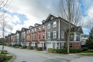 "Photo 1: 18 19572 FRASER Way in Pitt Meadows: South Meadows Townhouse for sale in ""Coho II"" : MLS®# R2436941"