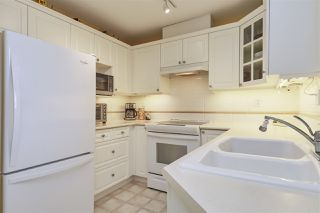 Photo 5: 412 5835 HAMPTON Place in Vancouver: University VW Condo for sale (Vancouver West)  : MLS®# R2439213