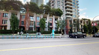 Photo 2: 1710 928 Homer Street in Yaletown Park 1: Yaletown Home for sale ()