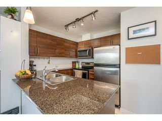 "Photo 3: 207 813 AGNES Street in New Westminster: Downtown NW Condo for sale in ""NEWS"" : MLS®# R2454449"