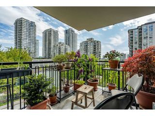 "Photo 2: 207 813 AGNES Street in New Westminster: Downtown NW Condo for sale in ""NEWS"" : MLS®# R2454449"