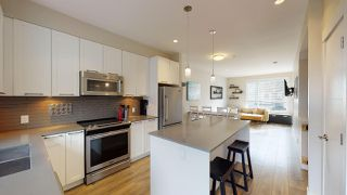 """Photo 1: 9 38684 BUCKLEY Avenue in Squamish: Dentville Townhouse for sale in """"Newport Landing"""" : MLS®# R2457555"""