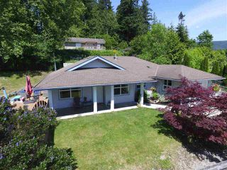 Photo 1: 5943 ST ANDREWS Place in Sechelt: Sechelt District House for sale (Sunshine Coast)  : MLS®# R2459726