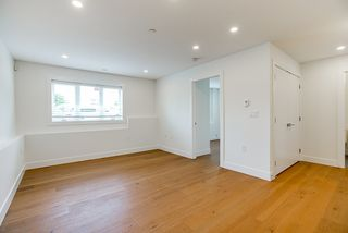 """Photo 19: 1013 - 1015 LAKEWOOD Drive in Vancouver: Grandview Woodland 1/2 Duplex for sale in """"""""THE DRIVE"""""""" (Vancouver East)  : MLS®# R2472521"""