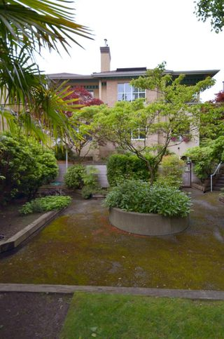 """Photo 7: 408 1188 CARDERO Street in Vancouver: West End VW Condo for sale in """"THE HAMPSTEAD"""" (Vancouver West)  : MLS®# V957664"""