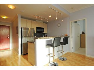 "Photo 5: 2205 928 RICHARDS Street in Vancouver: Yaletown Condo for sale in ""THE SAVOY"" (Vancouver West)  : MLS®# V980045"