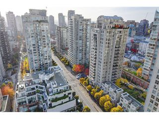 "Photo 7: 2205 928 RICHARDS Street in Vancouver: Yaletown Condo for sale in ""THE SAVOY"" (Vancouver West)  : MLS®# V980045"