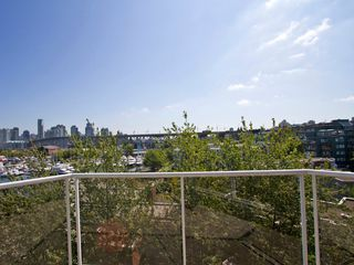 "Photo 5: # 602 1510 W 1ST AV in Vancouver: False Creek Condo for sale in ""MARINER POINT"" (Vancouver West)  : MLS®# V1020236"