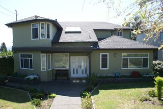 Main Photo: Lawson Avenue in West Vancouver: Ambleside House for rent