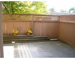 "Photo 2: 110 809 W 16TH ST in North Vancouver: Hamilton Condo for sale in ""PANORAMA COURT"" : MLS®# V552557"