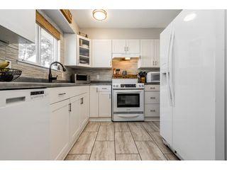 "Photo 8: 6103 E GREENSIDE Drive in Surrey: Cloverdale BC Townhouse for sale in ""Greenside"" (Cloverdale)  : MLS®# R2390894"
