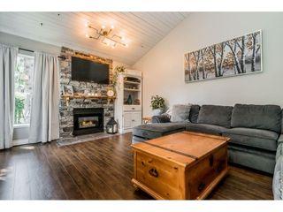 "Photo 2: 6103 E GREENSIDE Drive in Surrey: Cloverdale BC Townhouse for sale in ""Greenside"" (Cloverdale)  : MLS®# R2390894"