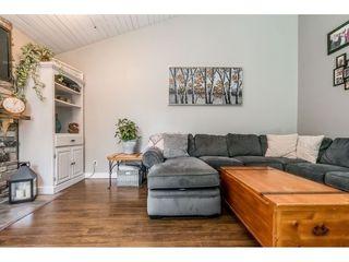 "Photo 3: 6103 E GREENSIDE Drive in Surrey: Cloverdale BC Townhouse for sale in ""Greenside"" (Cloverdale)  : MLS®# R2390894"