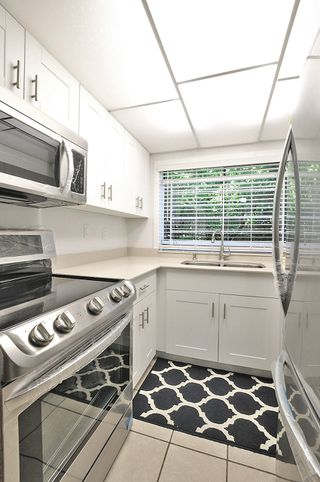 "Photo 7: 106 330 E 7TH Avenue in Vancouver: Mount Pleasant VE Condo for sale in ""LANDMARK BELVEDERE"" (Vancouver East)  : MLS®# R2395331"