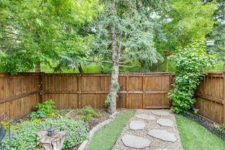 Photo 1: 11 Glorond Place: Okotoks Row/Townhouse for sale : MLS®# A1042442