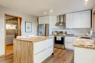 Photo 5: 10427 Wapiti Drive SE in Calgary: Willow Park Detached for sale : MLS®# A1048790