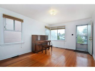 "Photo 4: 2526 VENABLES Street in Vancouver: Renfrew VE House for sale in ""Renfrew/East Village"" (Vancouver East)  : MLS®# V1014686"