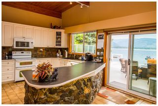 Photo 11: 689 Viel Road in Sorrento: Lakefront House for sale : MLS®# 10102875