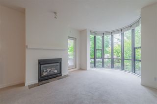 Photo 3: 108 2263 REDBUD LANE in Vancouver: Kitsilano Condo for sale (Vancouver West)  : MLS®# R2304538