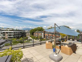 "Photo 2: 410 20 E ROYAL Avenue in New Westminster: Fraserview NW Condo for sale in ""THE LOOKOUT"" : MLS®# R2403932"