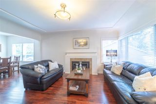 Photo 2: 607 SCHOOLHOUSE STREET in Coquitlam: Central Coquitlam House for sale : MLS®# R2390014