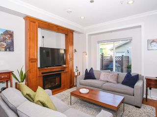 Photo 2: 2151 TRIUMPH Street in Vancouver: Hastings Sunrise House 1/2 Duplex for sale (Vancouver East)  : MLS®# R2412946