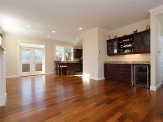 Photo 3: 2377 OAKVILLE Ave in Sidney: Si Sidney South-East House for sale : MLS®# 839345