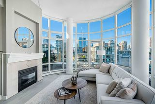 Photo 2: 1702 189 DAVIE STREET in Vancouver: Yaletown Condo for sale (Vancouver West)  : MLS®# R2504054