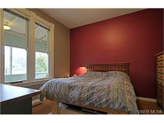 Photo 3: 2589 Graham St in VICTORIA: Vi Hillside House for sale (Victoria)  : MLS®# 458590