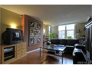 Photo 2: 2589 Graham St in VICTORIA: Vi Hillside House for sale (Victoria)  : MLS®# 458590
