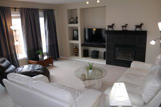 Photo 2: 103 Colbourne Drive in Winnipeg: South Point Single Family Detached for sale (South Winnipeg)  : MLS®# 1509646