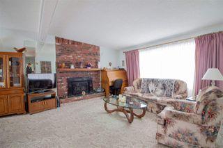 Photo 2: 5610 OCEAN Avenue in Sechelt: Sechelt District House for sale (Sunshine Coast)  : MLS®# R2398476