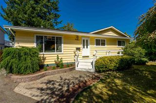 Photo 1: 20867 52A Avenue in Langley: Langley City House for sale : MLS®# R2401414