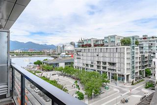 "Photo 11: 703 123 W 1 Avenue in Vancouver: False Creek Condo for sale in ""Compass"" (Vancouver West)  : MLS®# R2404404"