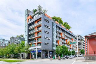 "Photo 1: 703 123 W 1 Avenue in Vancouver: False Creek Condo for sale in ""Compass"" (Vancouver West)  : MLS®# R2404404"