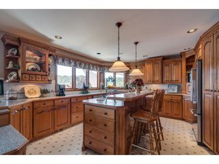 """Photo 4: 9839 HALL Street in Mission: Mission-West House for sale in """"Silvermere Lakefront"""" : MLS®# R2437429"""