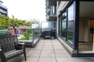 "Photo 3: 356 108 W 1ST Avenue in Vancouver: False Creek Condo for sale in ""WALL CENTRE"" (Vancouver West)  : MLS®# R2455556"