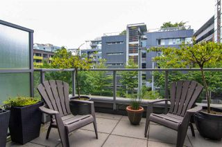 "Photo 2: 356 108 W 1ST Avenue in Vancouver: False Creek Condo for sale in ""WALL CENTRE"" (Vancouver West)  : MLS®# R2455556"