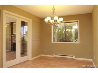 Photo 3:  in VICTORIA: SW Glanford Single Family Detached for sale (Saanich West)  : MLS®# 415958