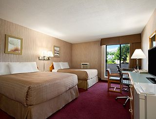 Photo 4: Hotel/Motel with property in Vernon in Vernon: Business with Property for sale
