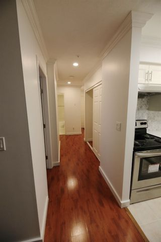"Photo 2: 206 2133 DUNDAS Street in Vancouver: Hastings Condo for sale in ""Harbourgate"" (Vancouver East)  : MLS®# R2395295"