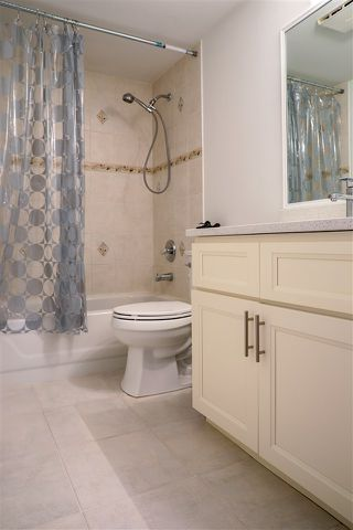 "Photo 17: 206 2133 DUNDAS Street in Vancouver: Hastings Condo for sale in ""Harbourgate"" (Vancouver East)  : MLS®# R2395295"