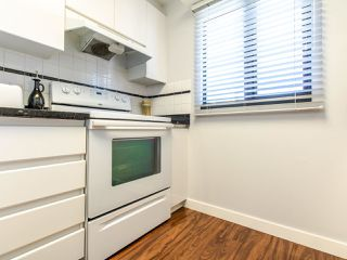"""Photo 7: 1303 1155 HOMER Street in Vancouver: Yaletown Condo for sale in """"City Crest"""" (Vancouver West)  : MLS®# R2412766"""