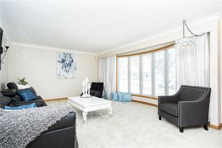 Photo 3: 124 Donegal Bay in Winnipeg: Morse Place Residential for sale (3B)  : MLS®# 202006724